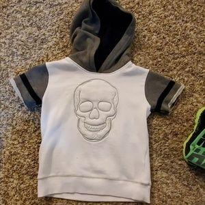 Thick hooded skull shirt